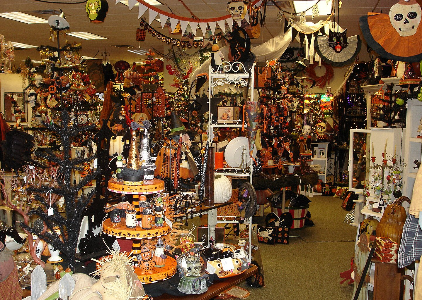 Vintage halloween decor traditions year round holiday store for Shop xmas decorations