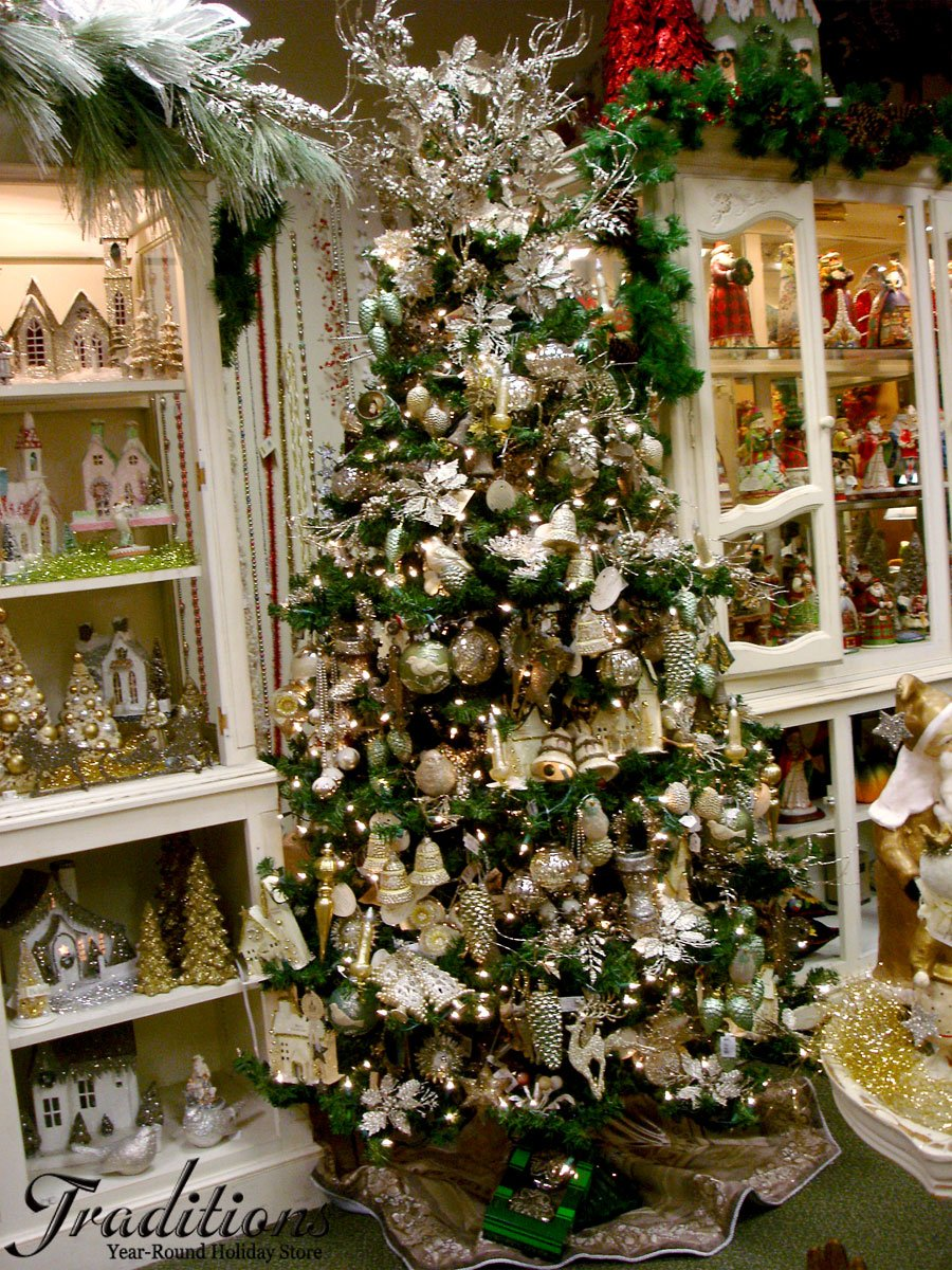 gold silver holiday decor and ornaments. Black Bedroom Furniture Sets. Home Design Ideas