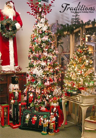 NUTCRACKER TREE WITH ORNAMENTS